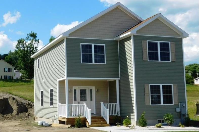VILLAGE OF WHITE RIVER JUNCTION IN TOWN OF HARTFORD VT Home for sale $$299,000 | $364 per sq.ft.
