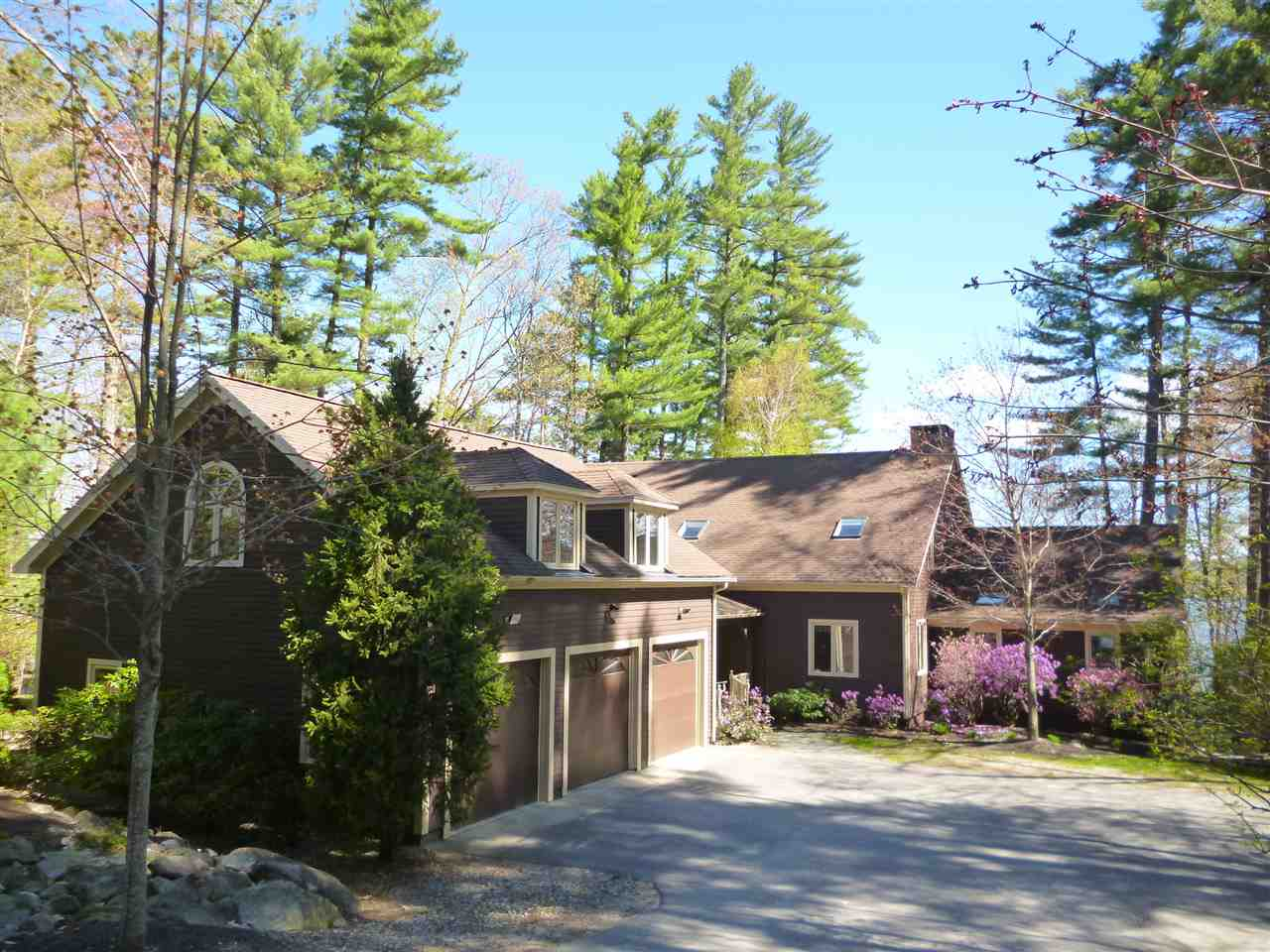VILLAGE OF EAST ALTON IN TOWN OF ALTON NH Lake House for sale $$1,649,000 | $343 per sq.ft.