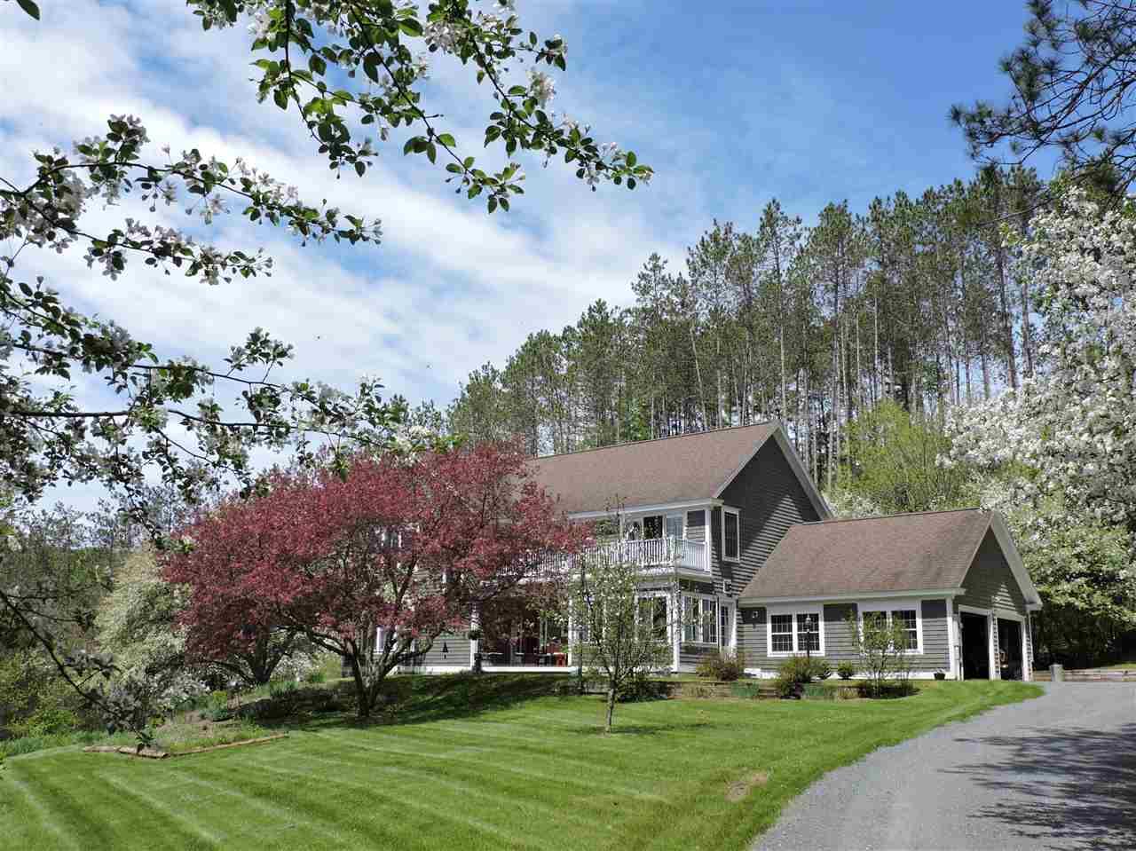 BARNET VTLake House for sale $$469,000 | $144 per sq.ft.
