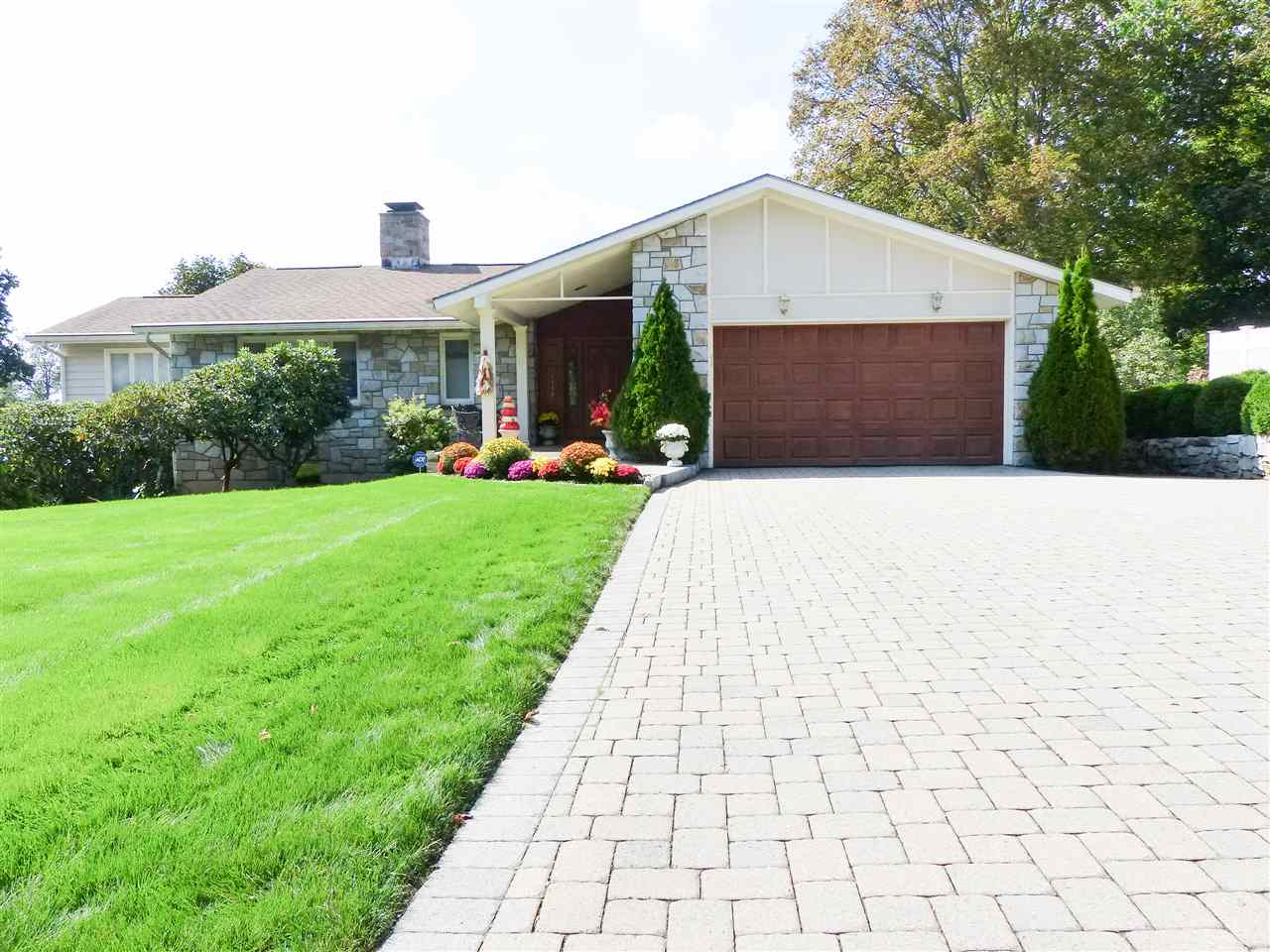 MANCHESTER NHHome for sale $$850,000 | $162 per sq.ft.