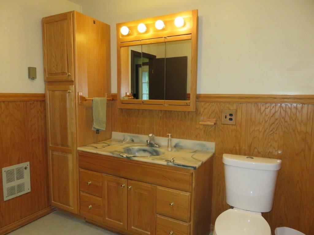 Bath w/ Oak Cabinets