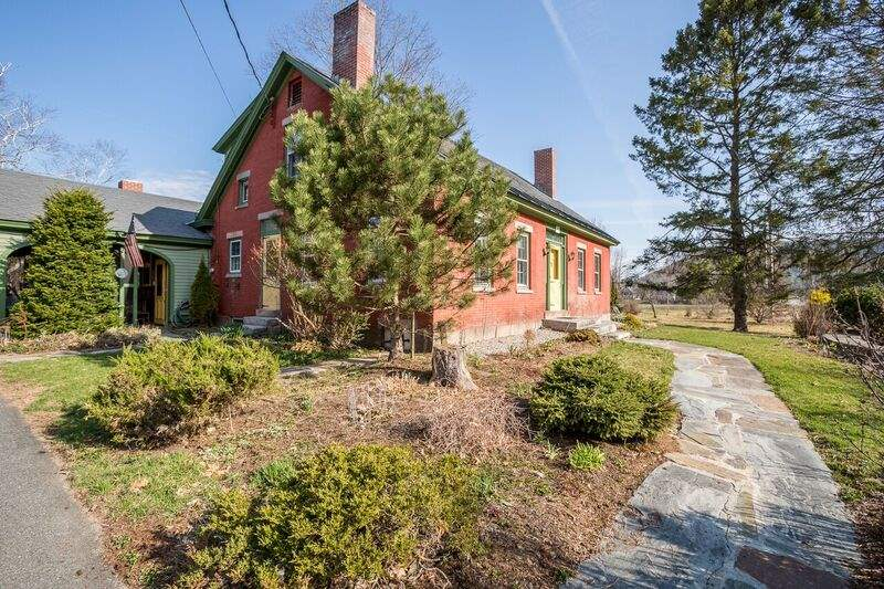 ORFORD NH Home for sale $$495,000 | $87 per sq.ft.