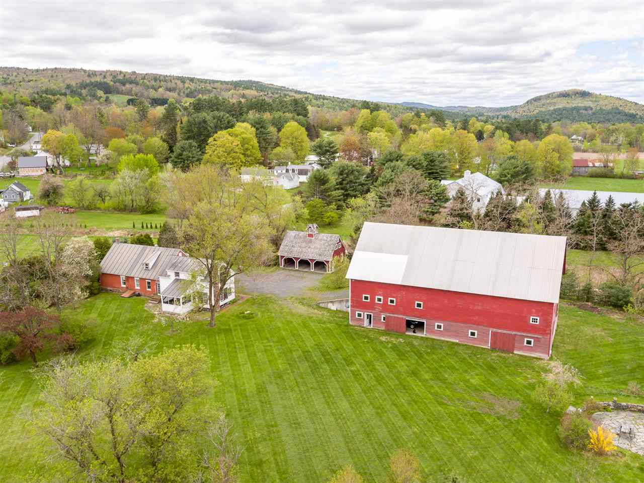 LYME NH Home for sale $$995,000 | $287 per sq.ft.