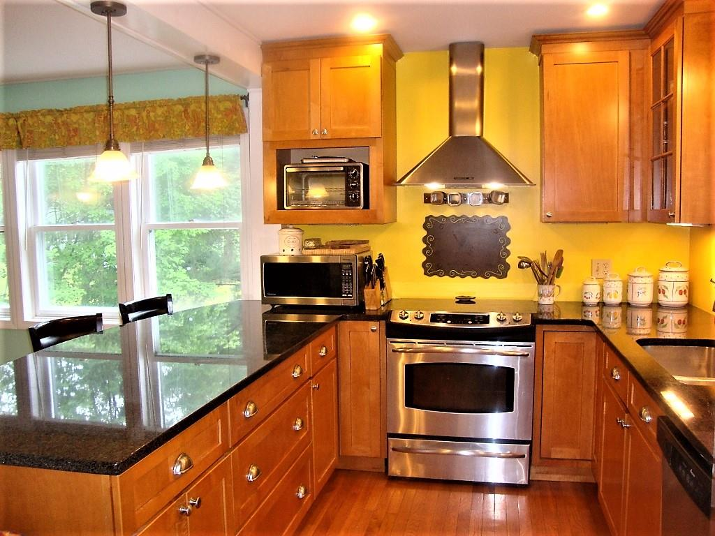 WILMOT NH Home for sale $$285,000 | $221 per sq.ft.