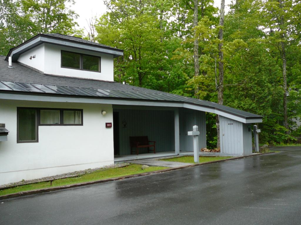 KILLINGTON VT Condo for sale $$215,000 | $119 per sq.ft.