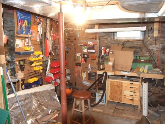 Basement work shop 10863010