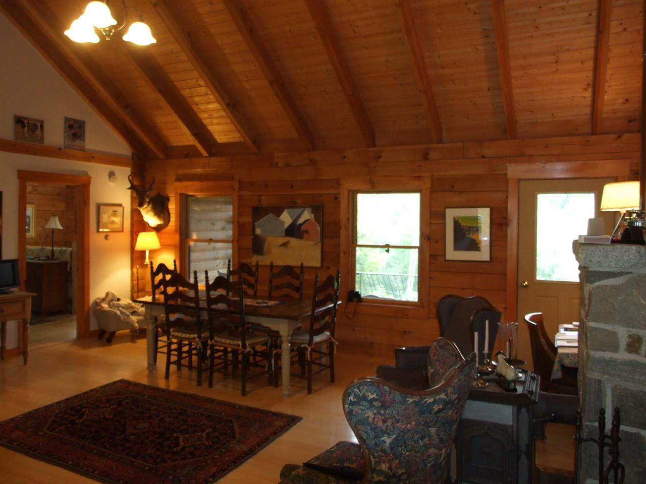 Natural woodwork and vaulted ceilings 10923970