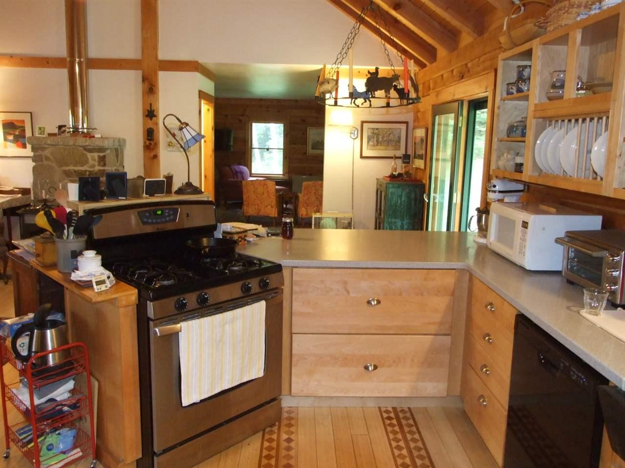 Wonderful open living areas 10923972