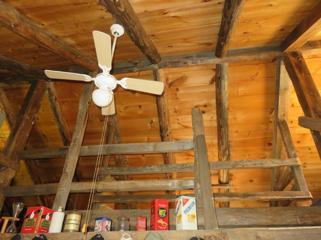 Vaulted Ceilings 11110836