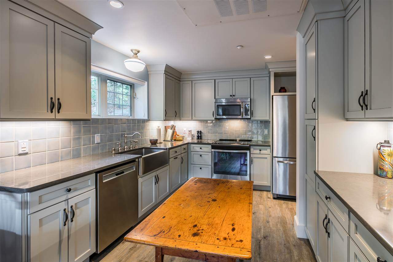 Remodeled kitchen with upgraded cabinets 11165596