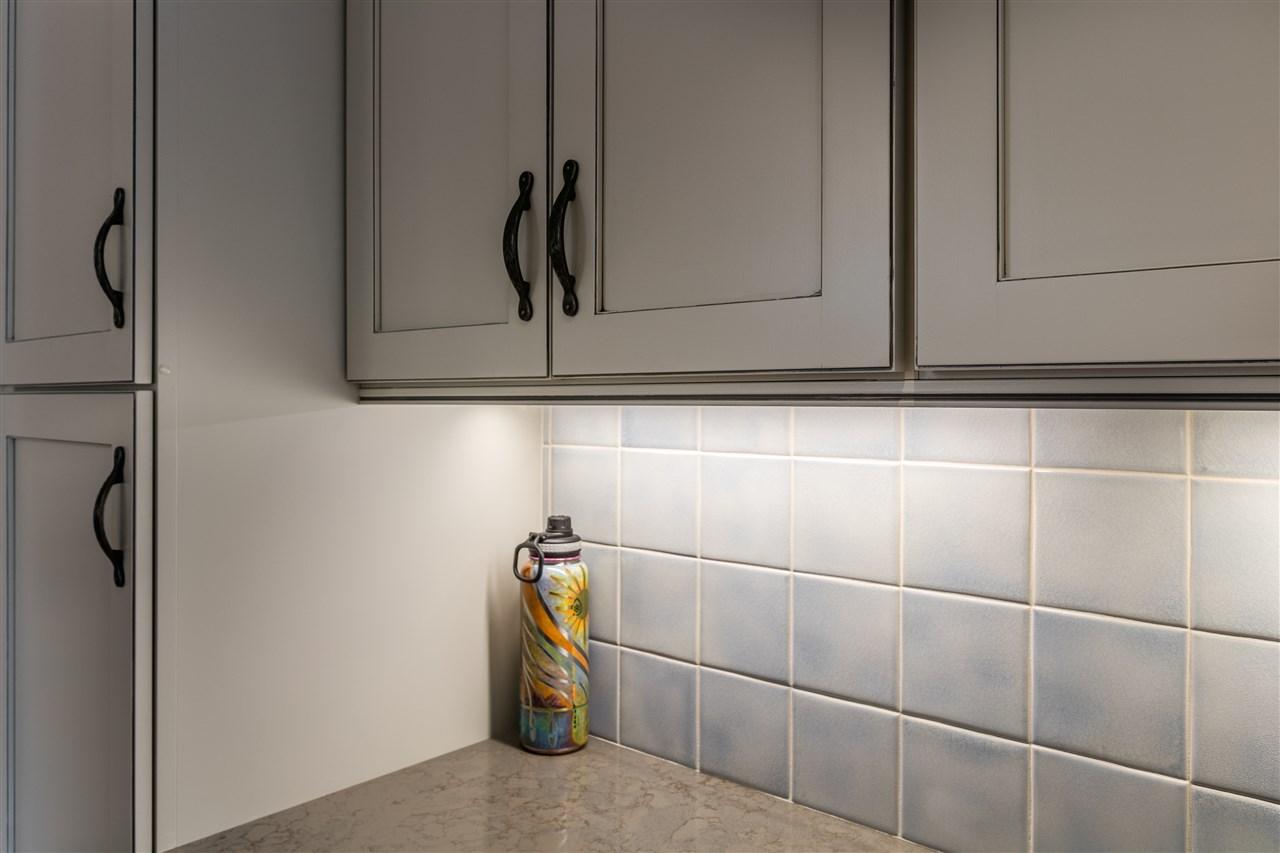 Tile backsplash 11165598