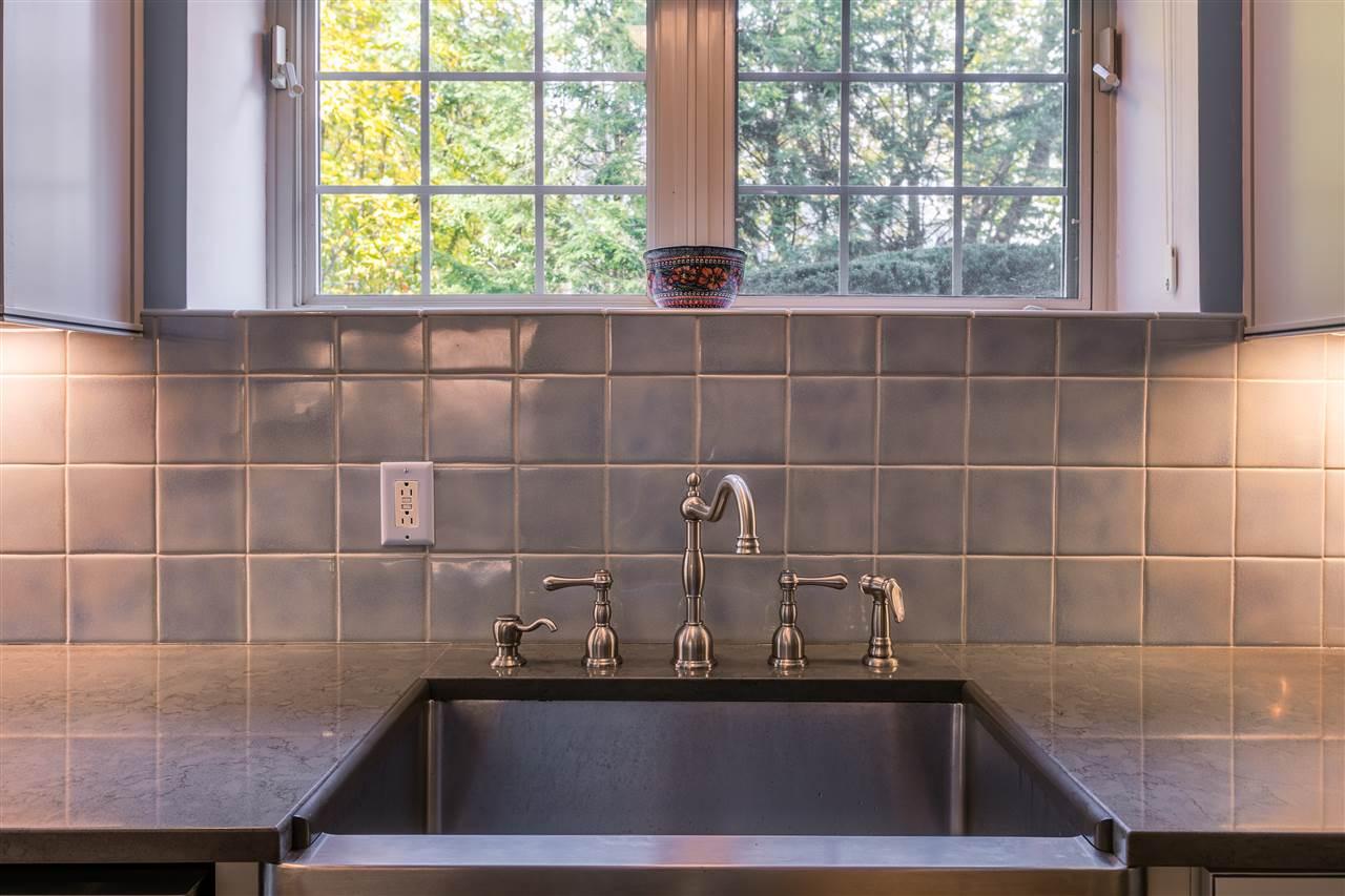 Professional grade sink 11165603