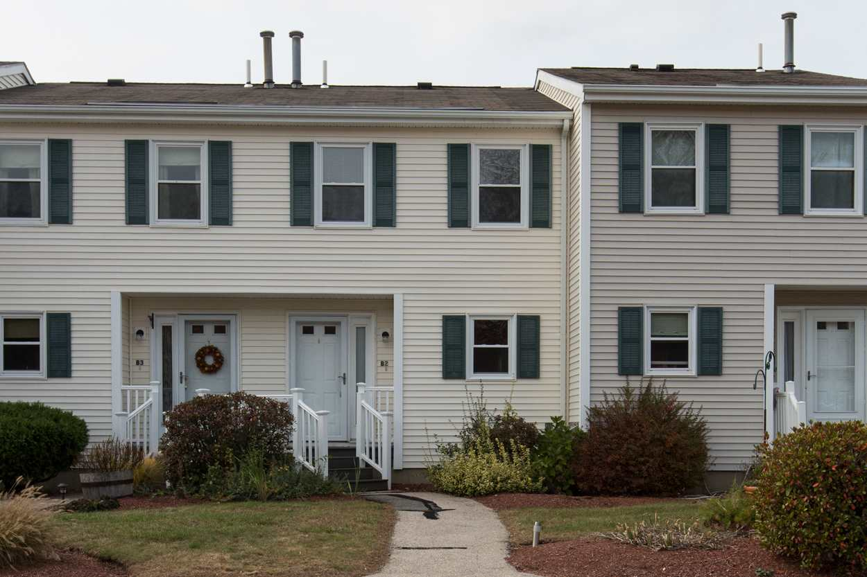 Hooksett NH Condo for sale $List Price is $154,900