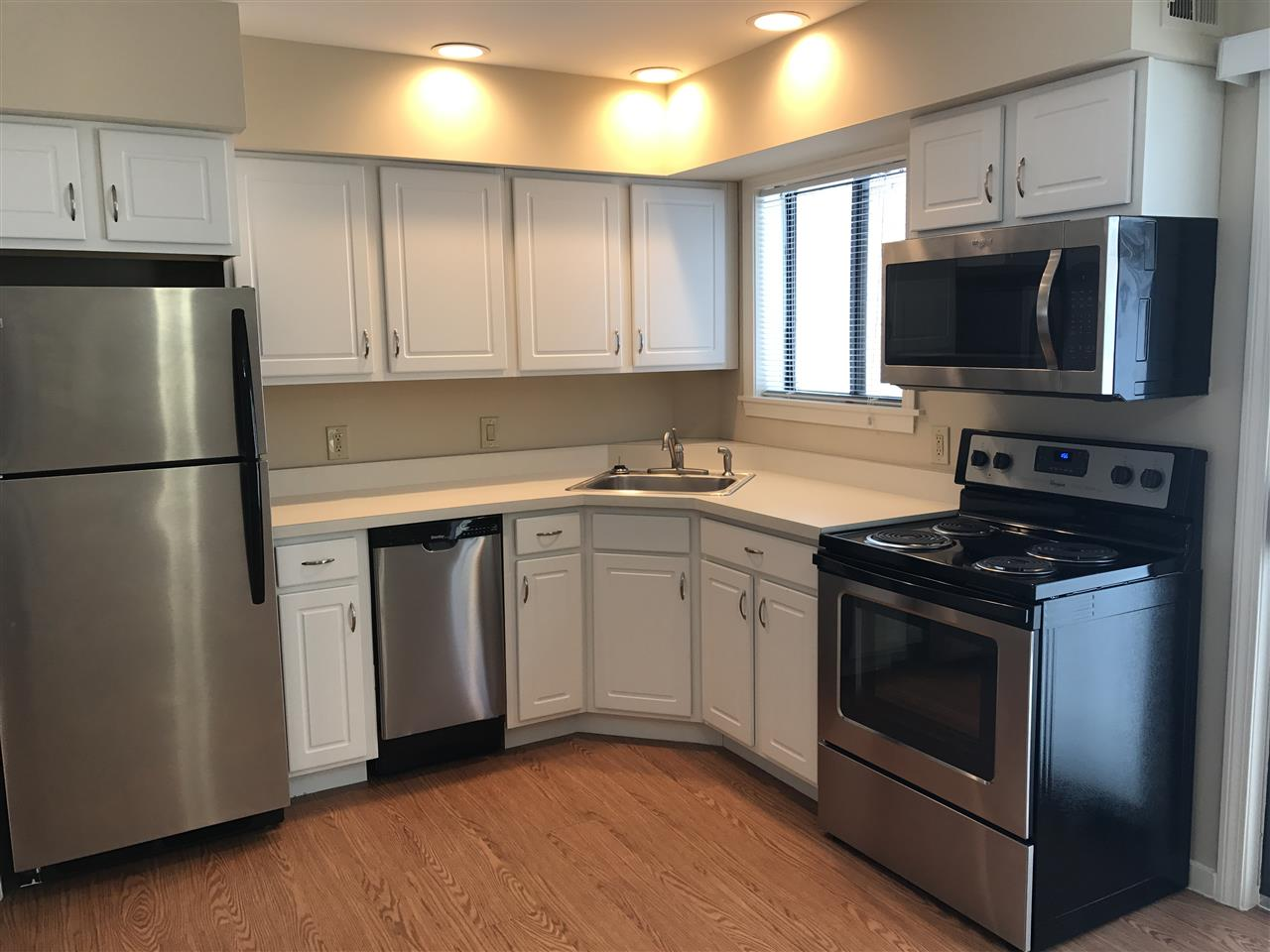 Kitchen with updated appliances 11312491