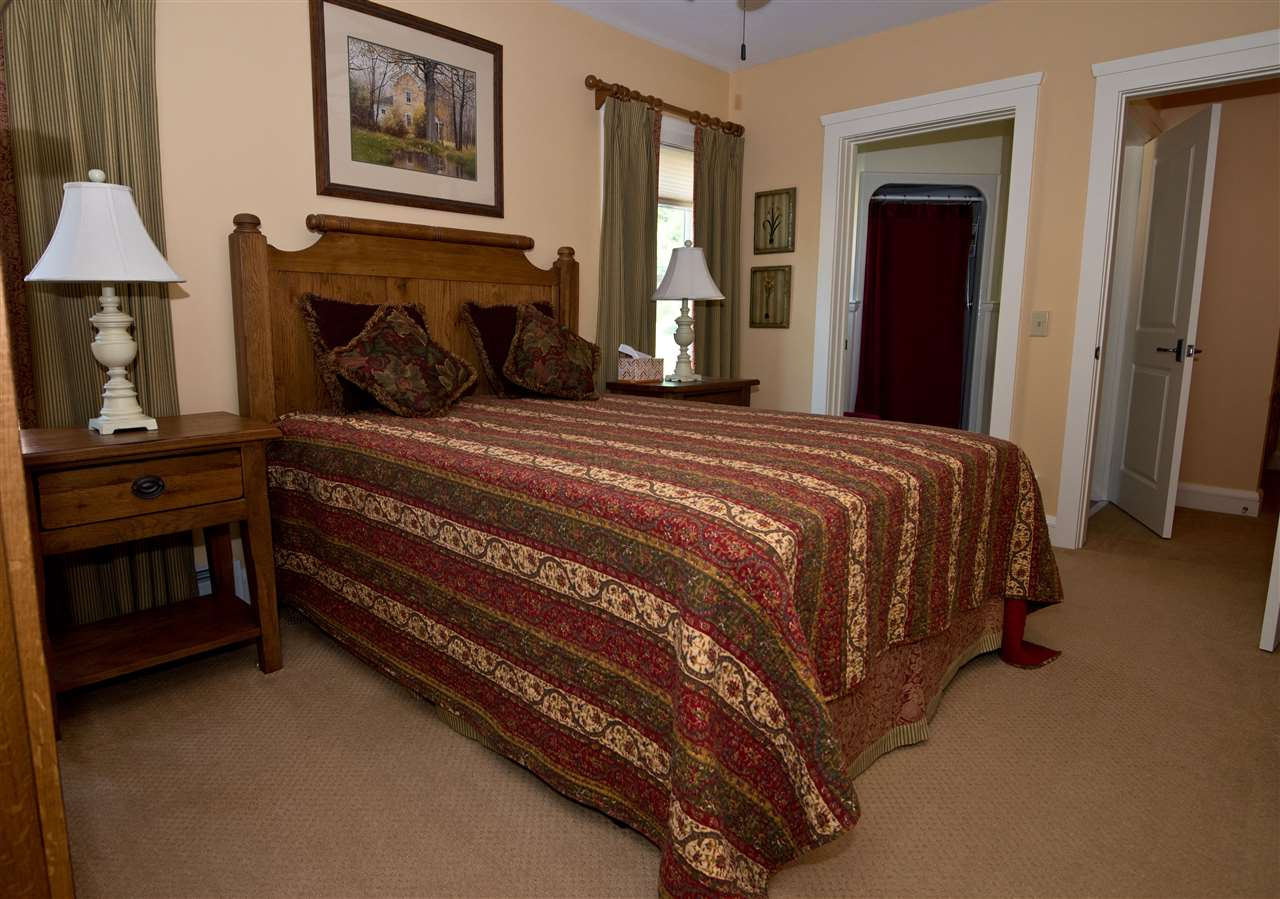 guest bedroom with bath 11182497