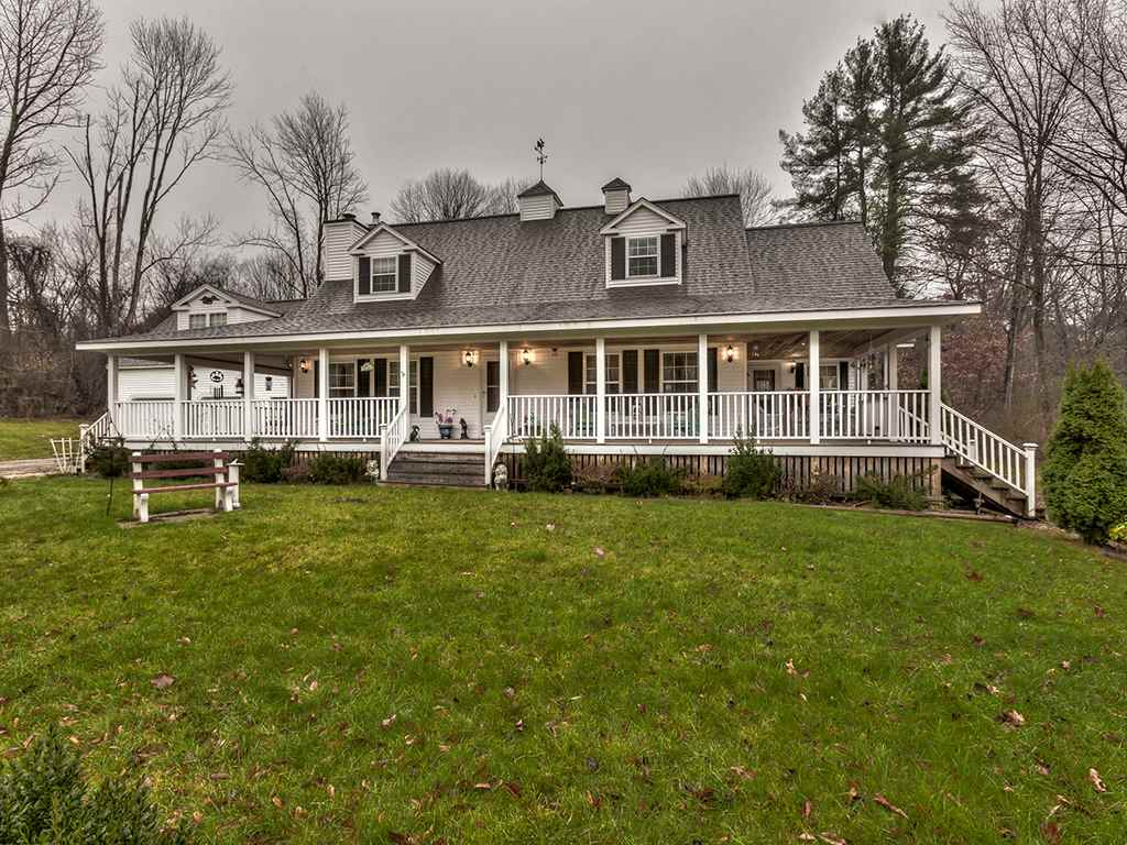 Hooksett NH Home for sale $List Price is $520,000