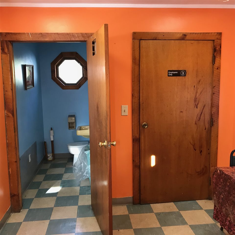Country Kitchen Newport Nh: Rockingham VT Commercial Property. Photo Gallery MLS # 4669375