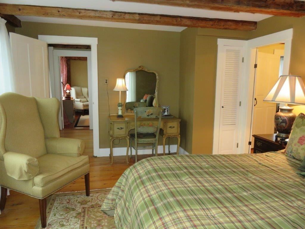 Master Bedroom 11225160