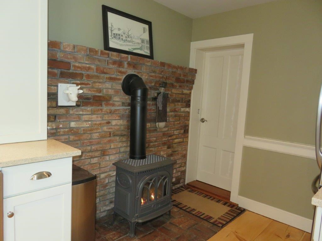 Gas Stove in Kitchen 11225145