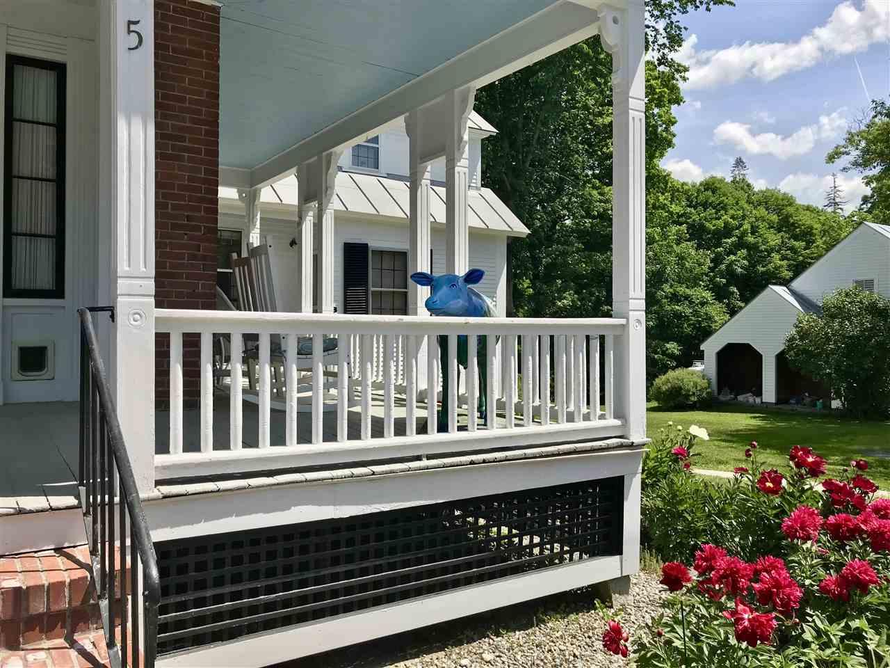 Wonderful front porch 12114108