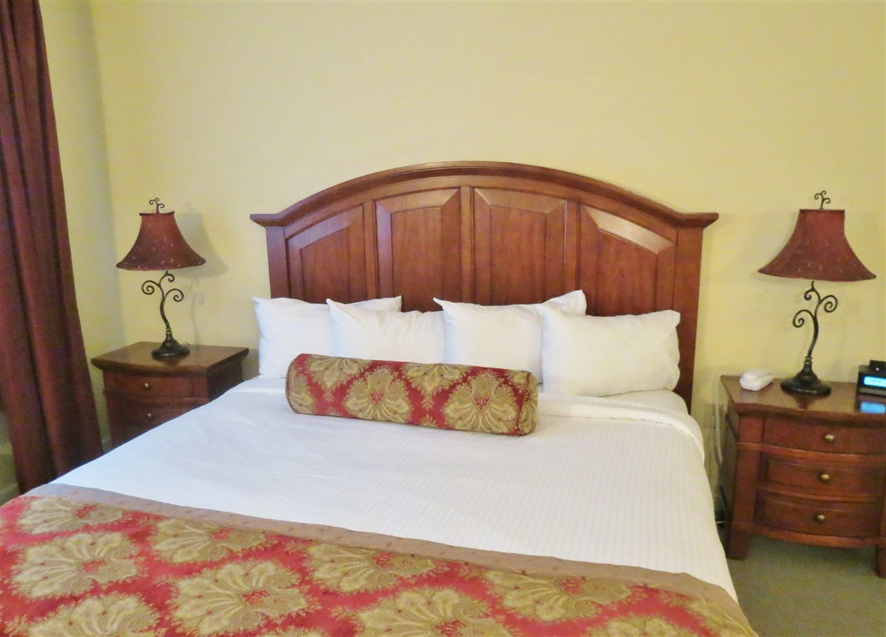 King Bed 11307309