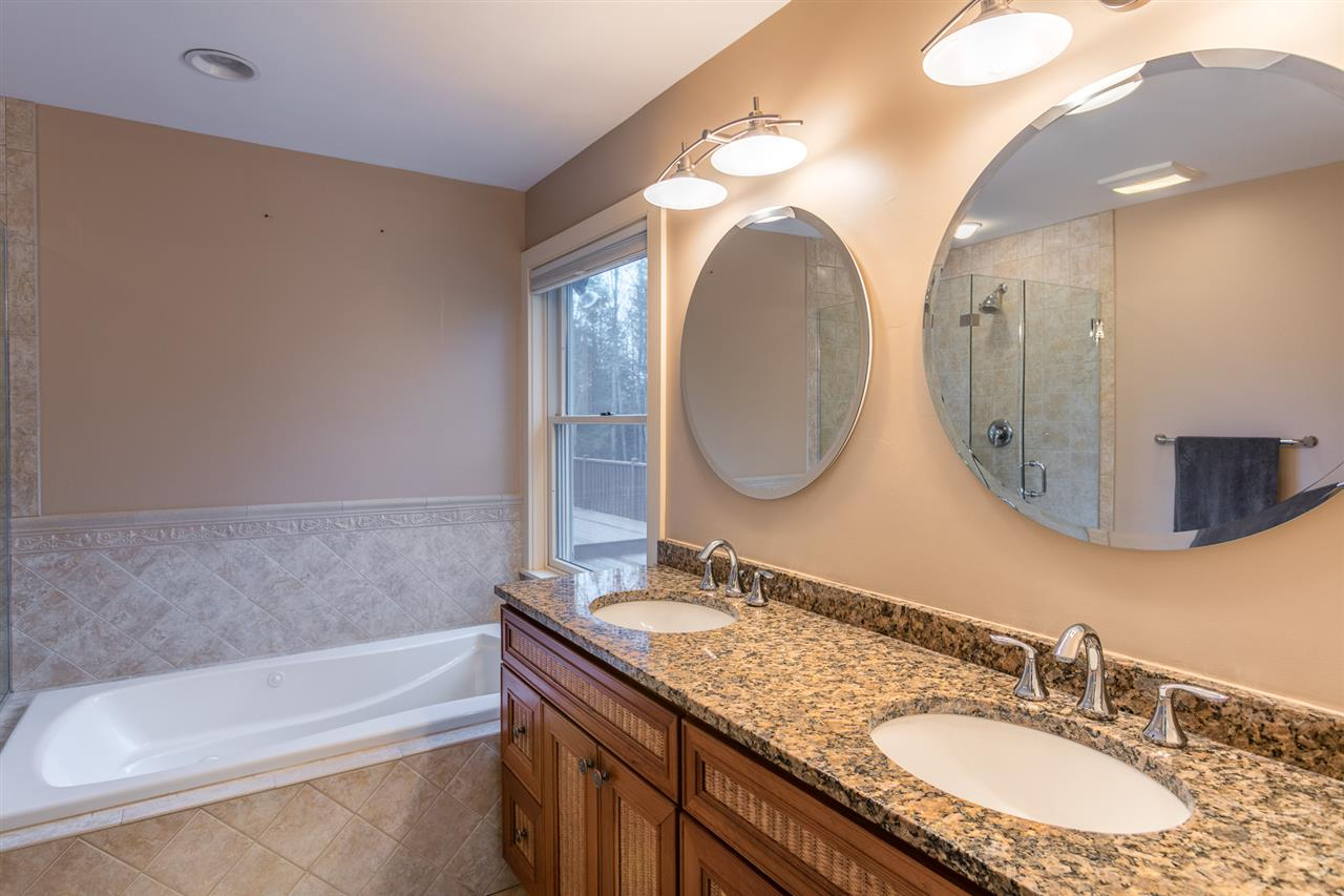 Double sinks and soaking tub 11309562
