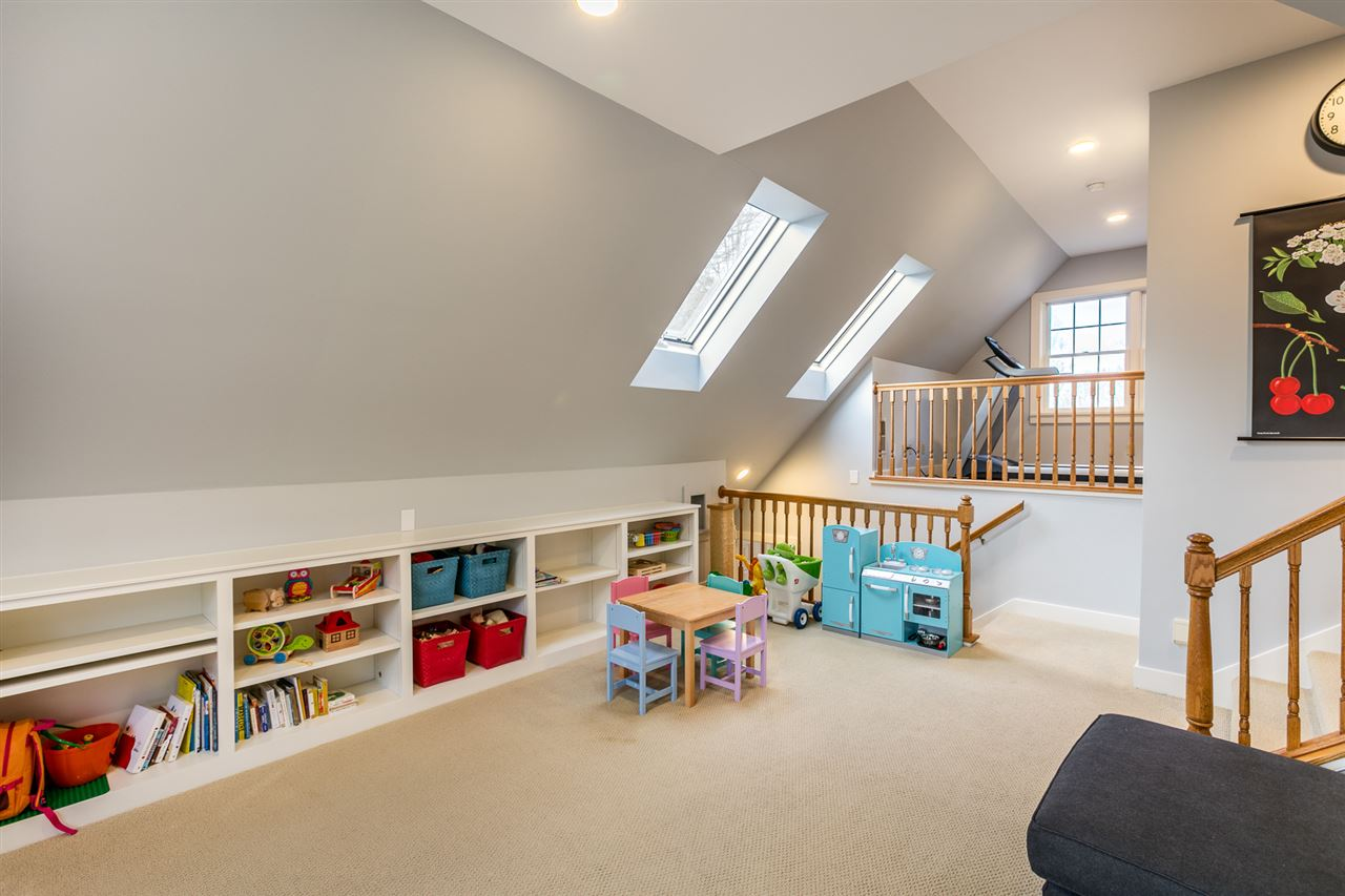 Playroom/family room 11309570