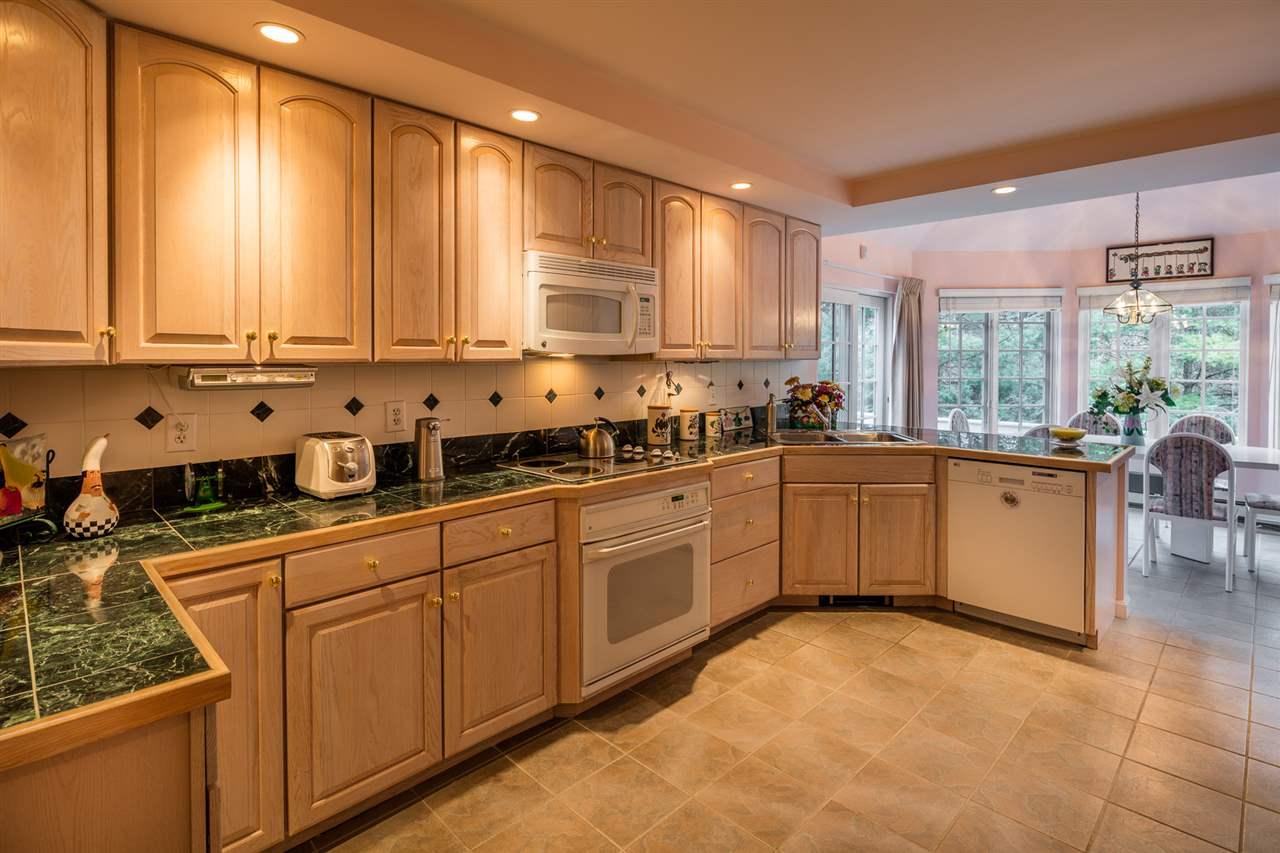 Large, gourmet kitchen 11309773