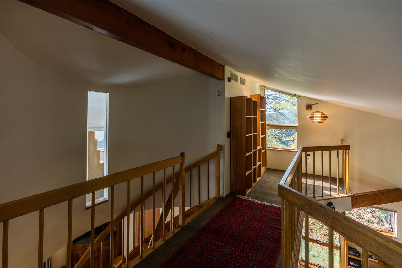Upstairs hallway 11310797