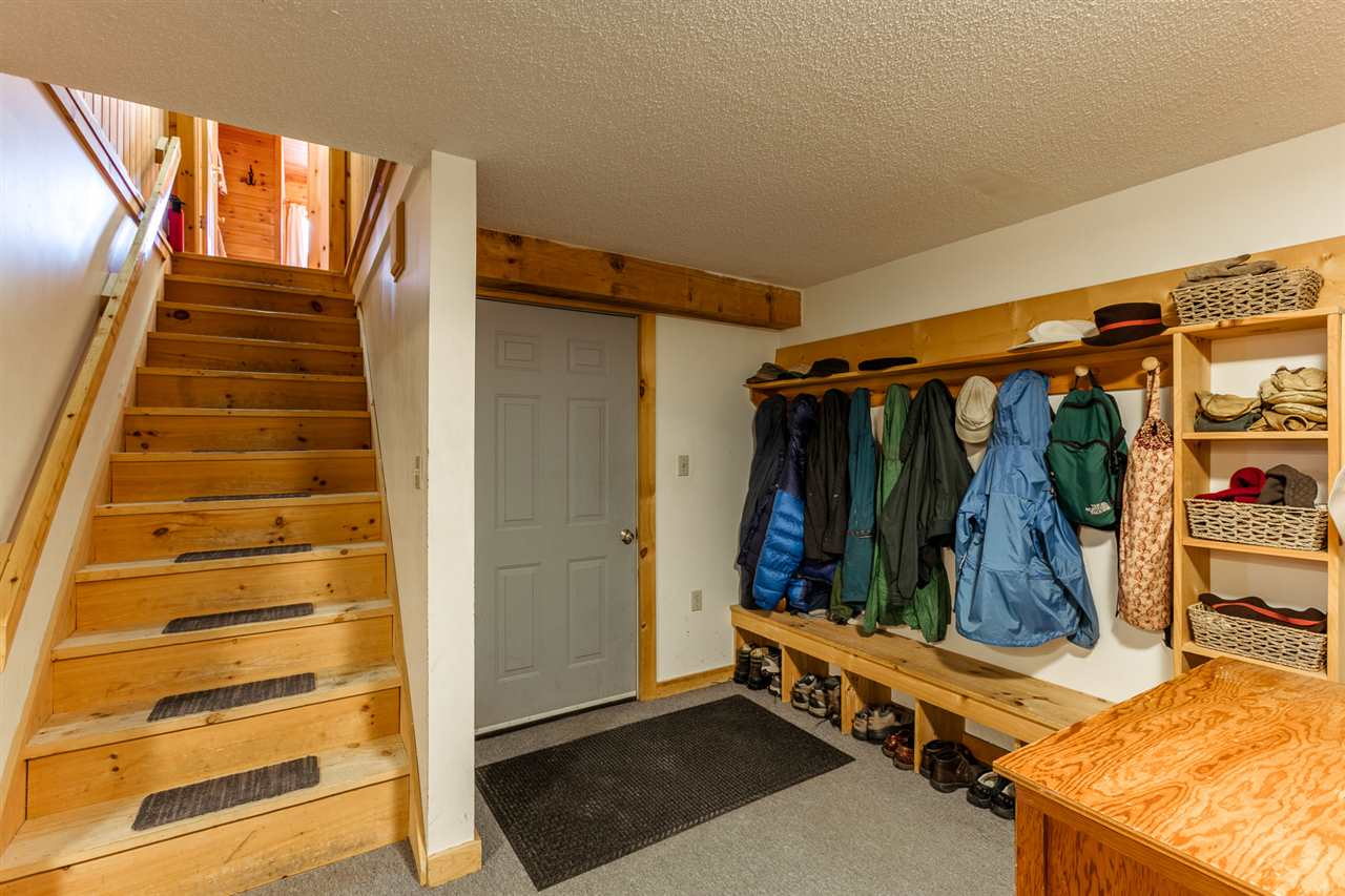 Large mudroom 11318715