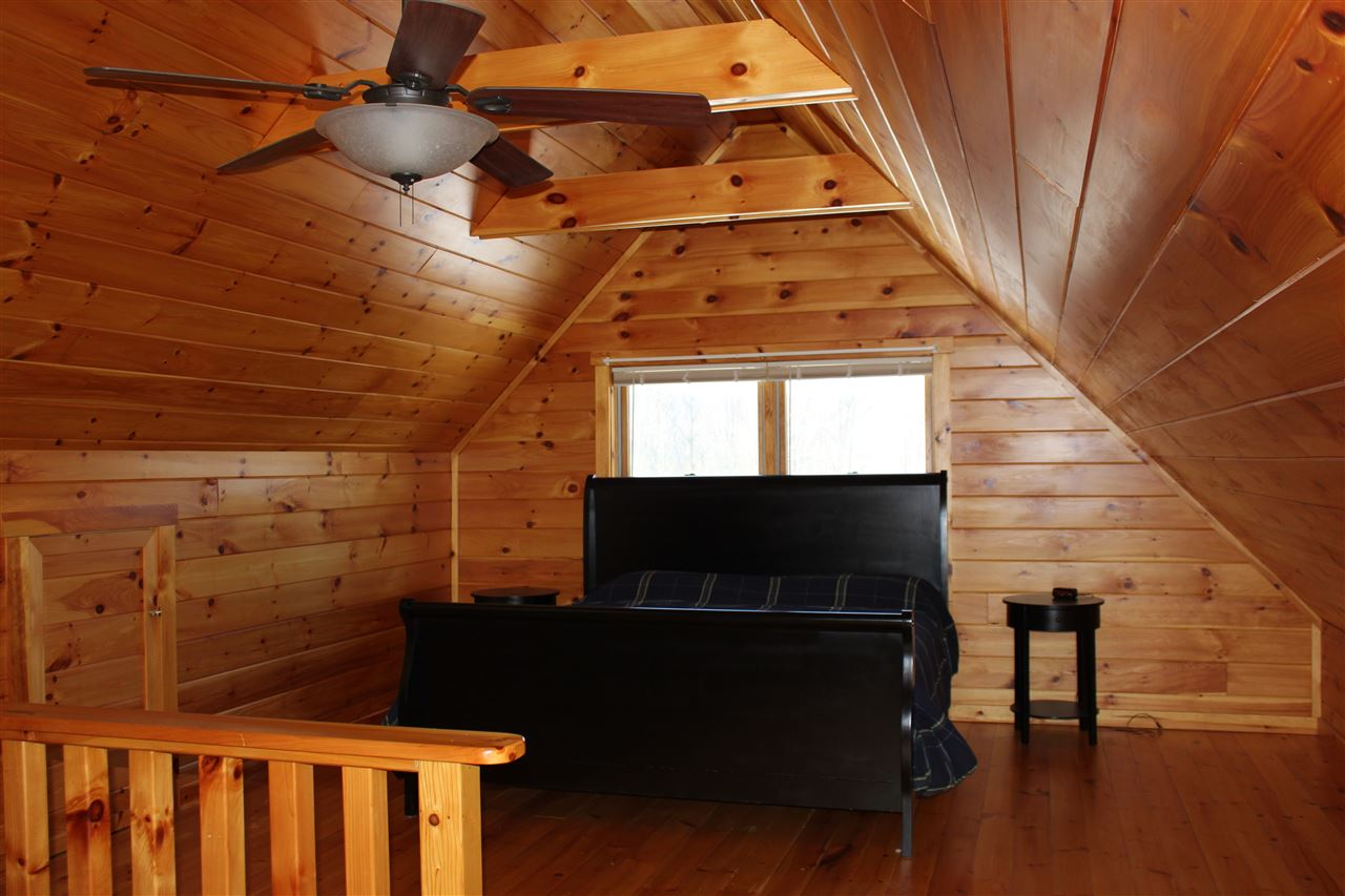 Pine flooring 11315840