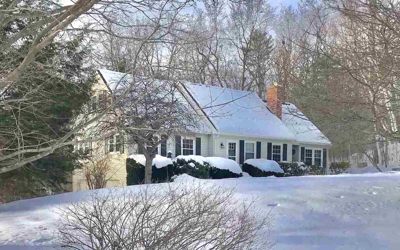 Hooksett NH Home for sale $List Price is $334,900