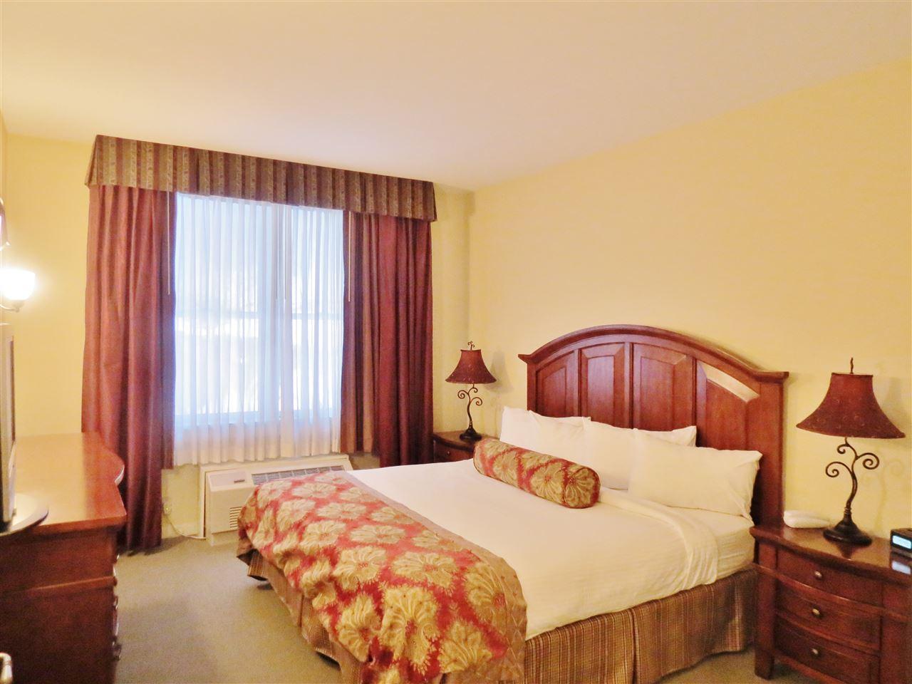 Master bedroom 11332479