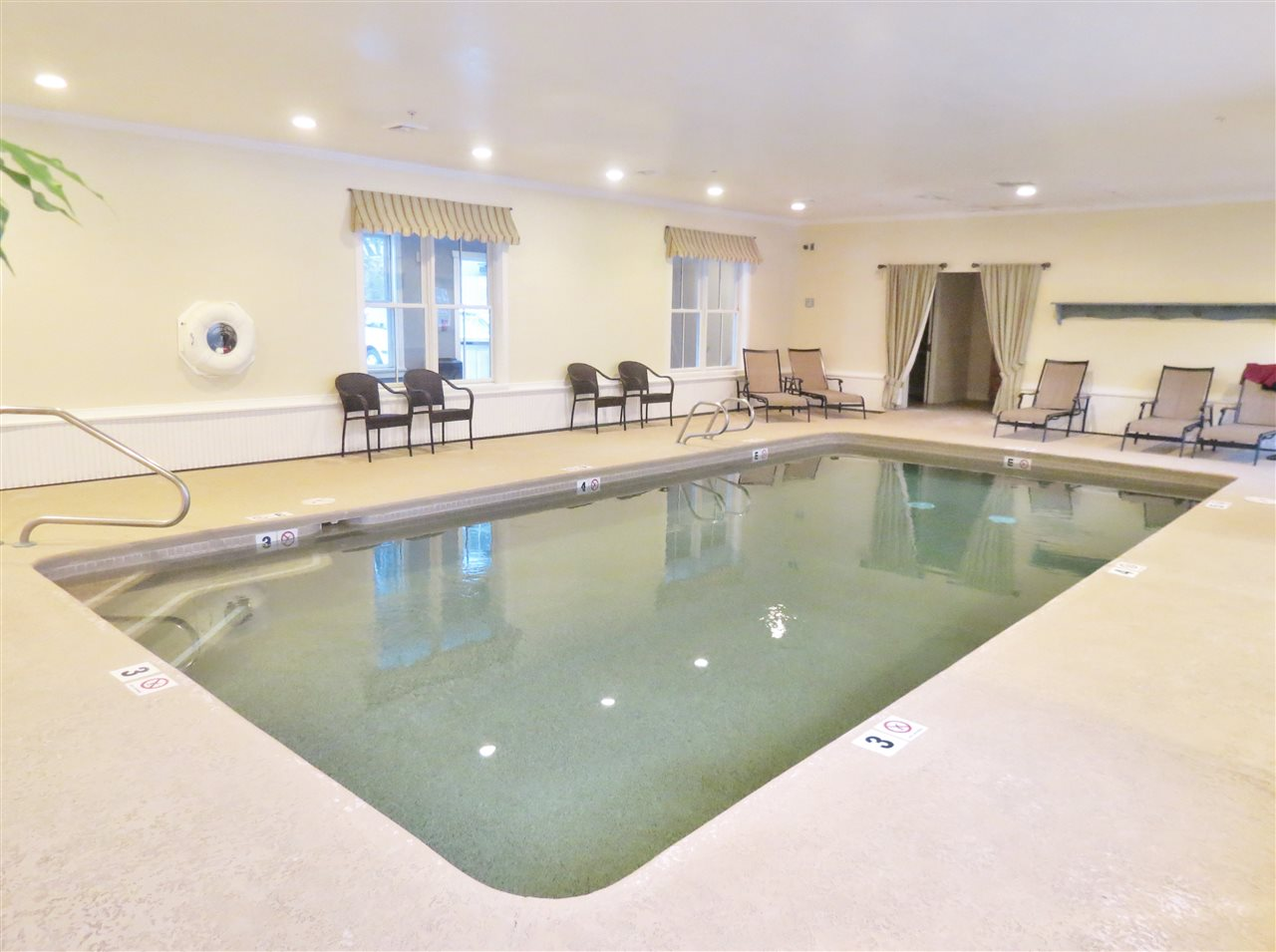 Indoor pool 11332490
