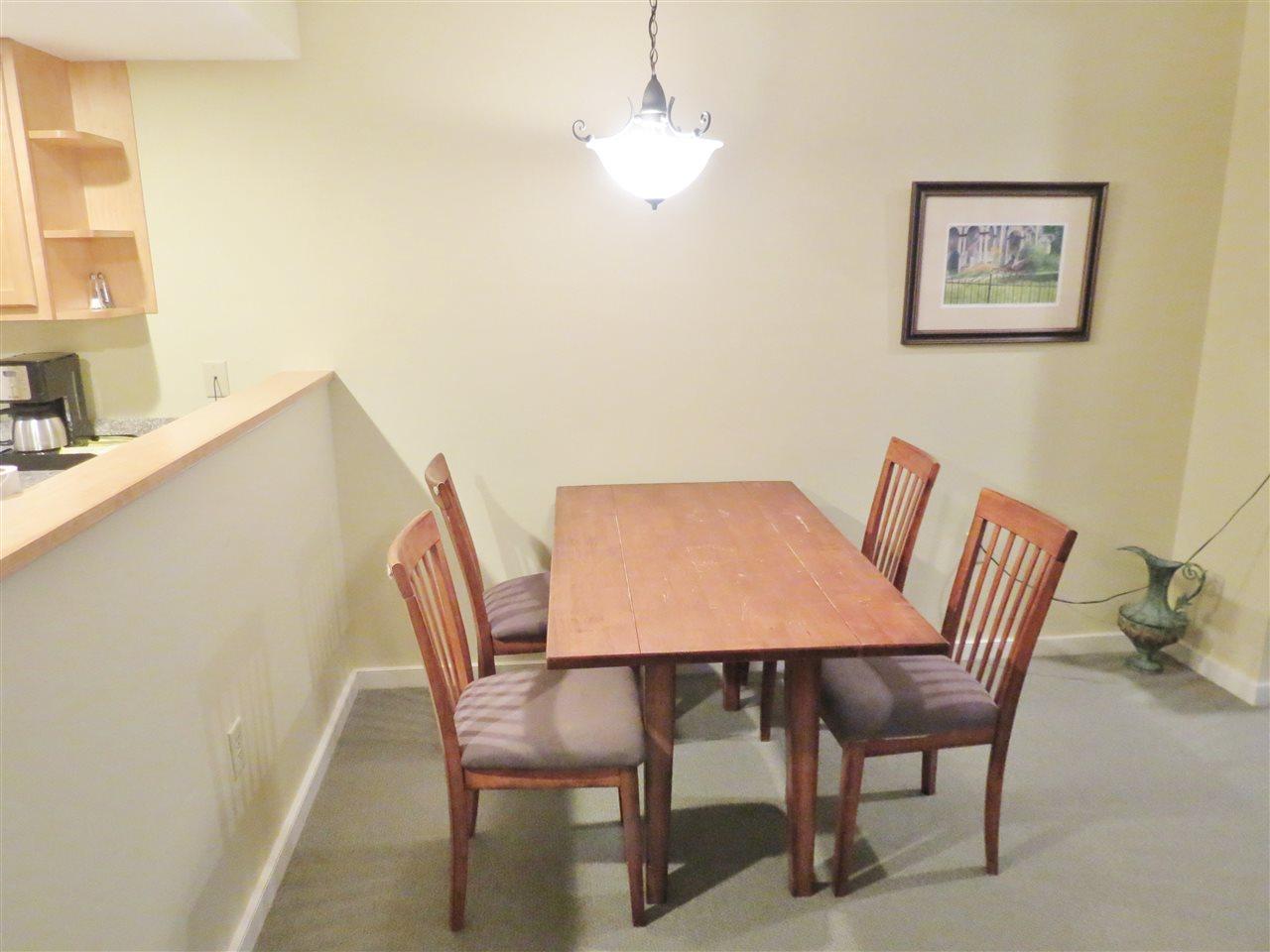 Dining area 11332472