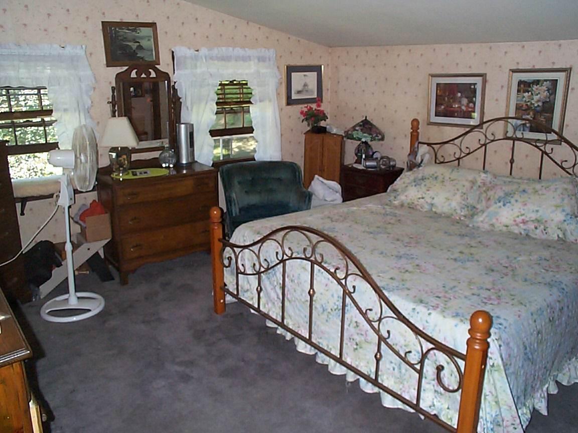 LARGE Master Bedroom 12307038