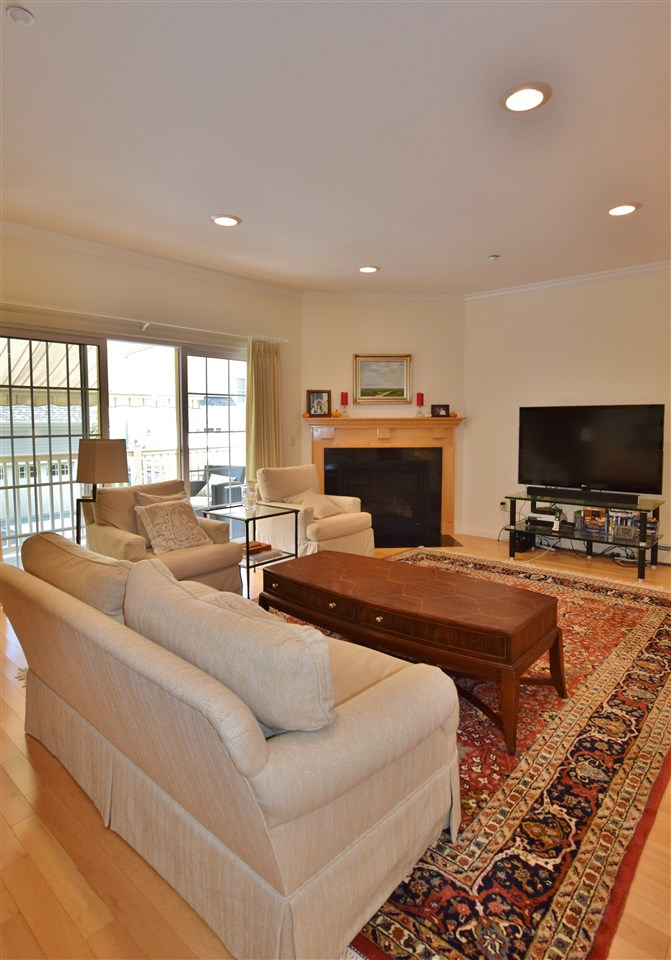 Fireplace in Living Room 11337176