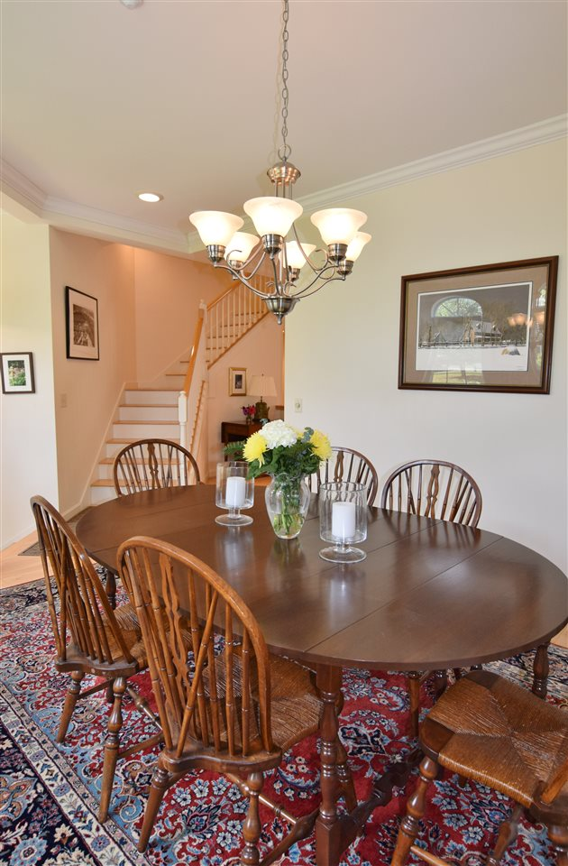Formal Dining Space 11337192