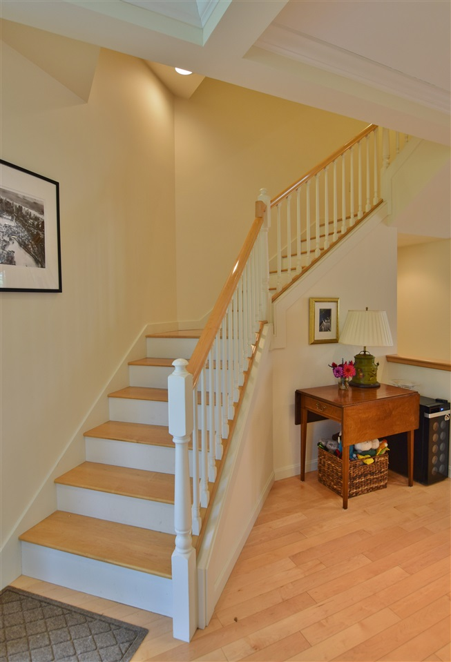 Pretty Staircase off Entryway 11337190