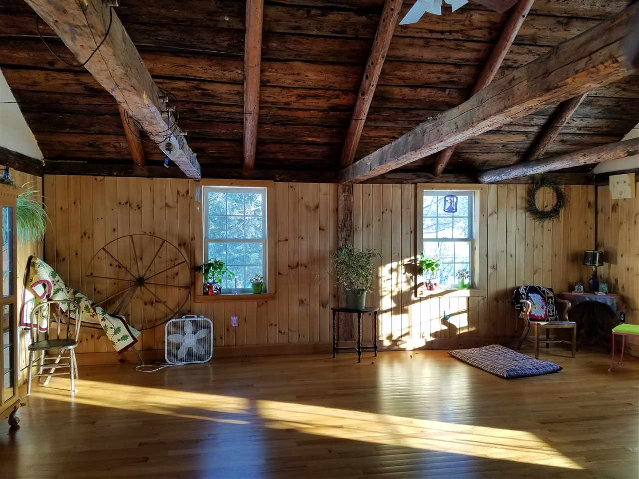 Great Room hardwood floors, old beams 11357425