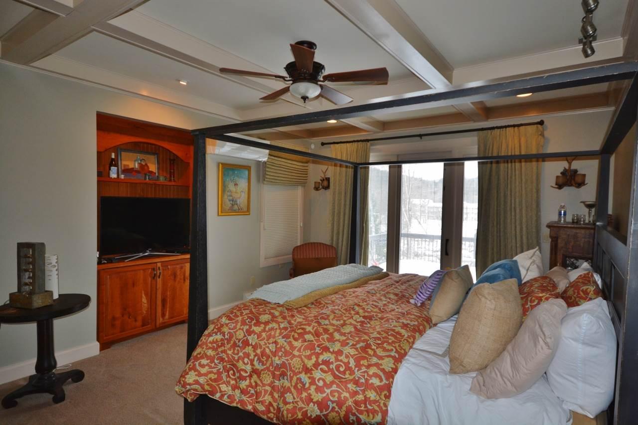 Master Bedroom 11387753