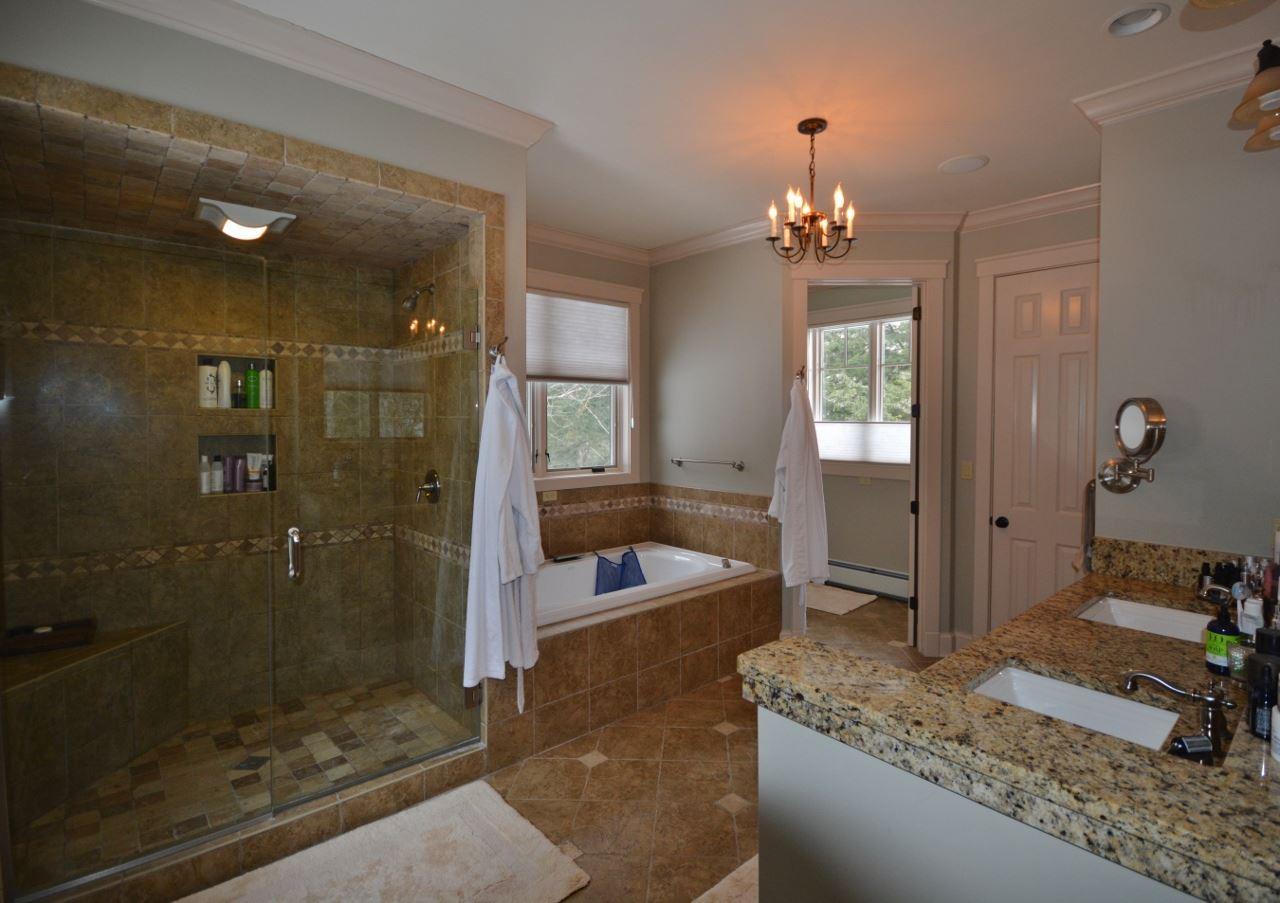Master Bathroom 11387756