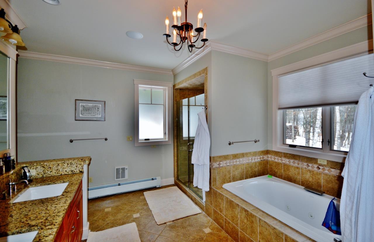 Master Bath spa tub 11388067