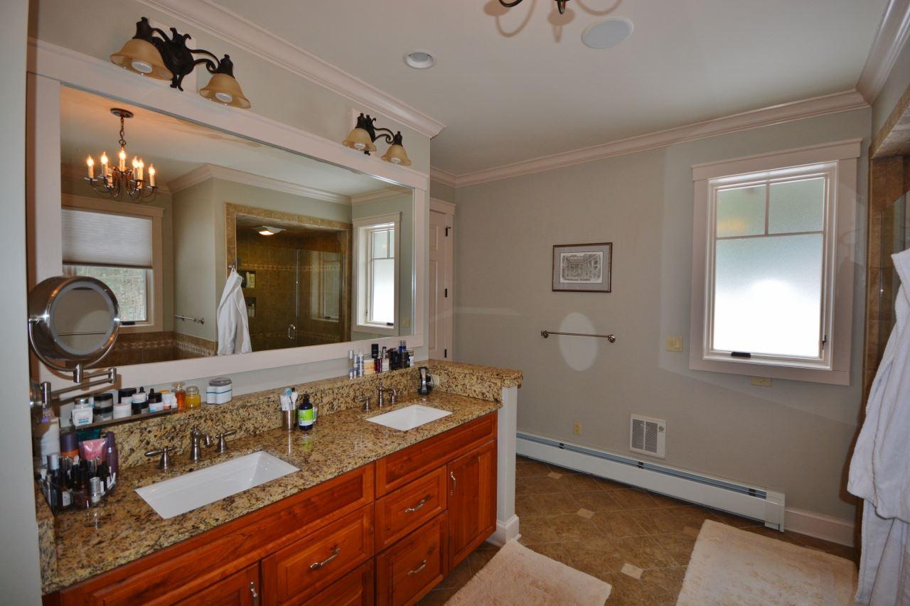 Master bathroom 11387757
