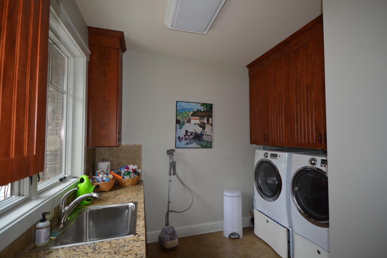 Spacious Laundry room 11387750