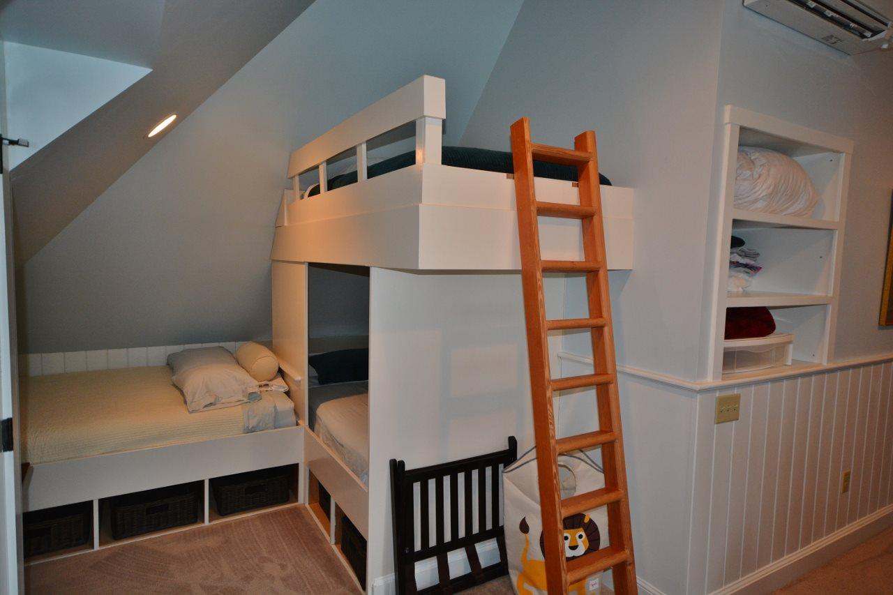 Alove & Built-in bunks 11387729