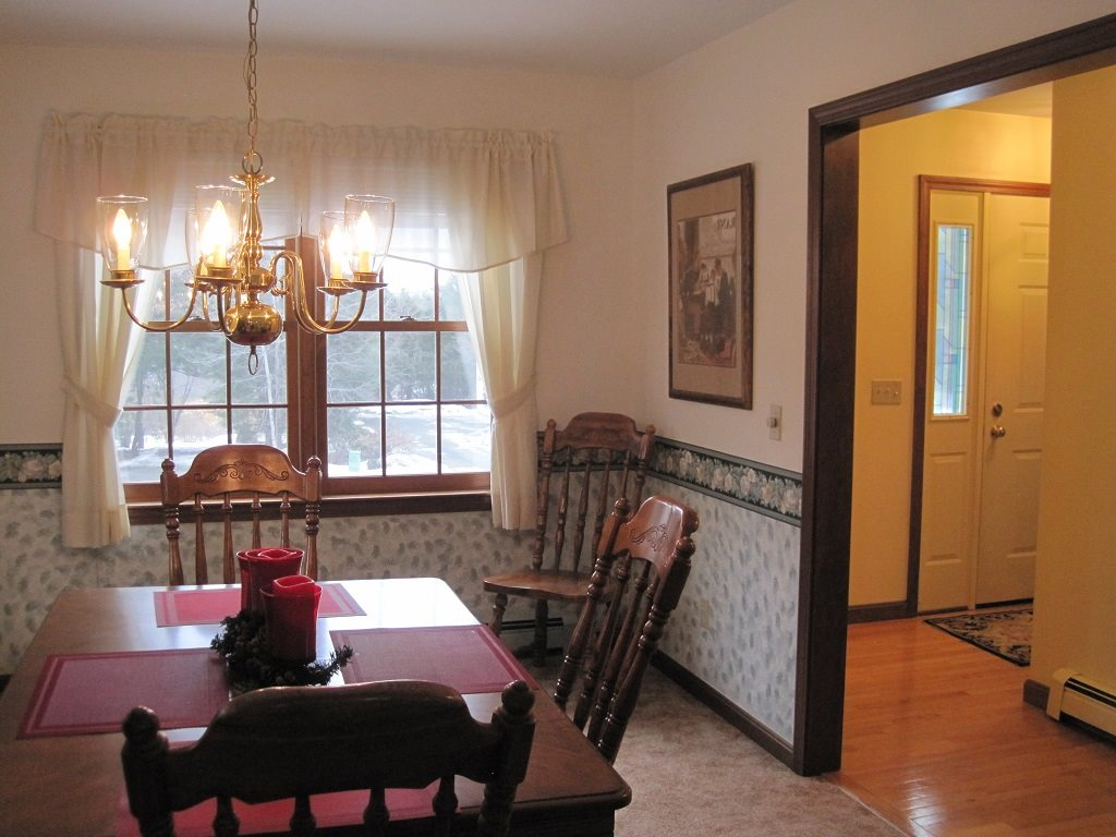Separate Dining Room 11386037