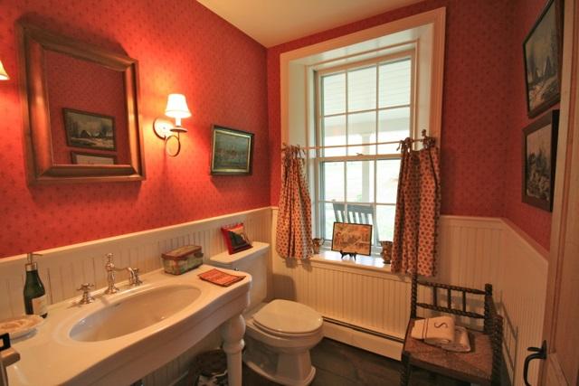 Main Floor 1/2 Bath 11389768