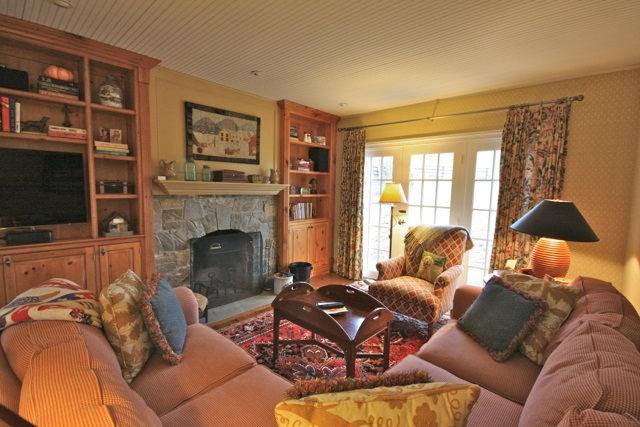 Living Room with Fireplace 11389773
