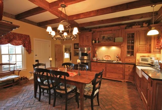 Kitchen w/fireplace 11389769